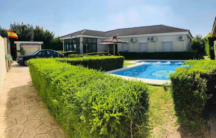 Magnifica casa jardín y piscina privados