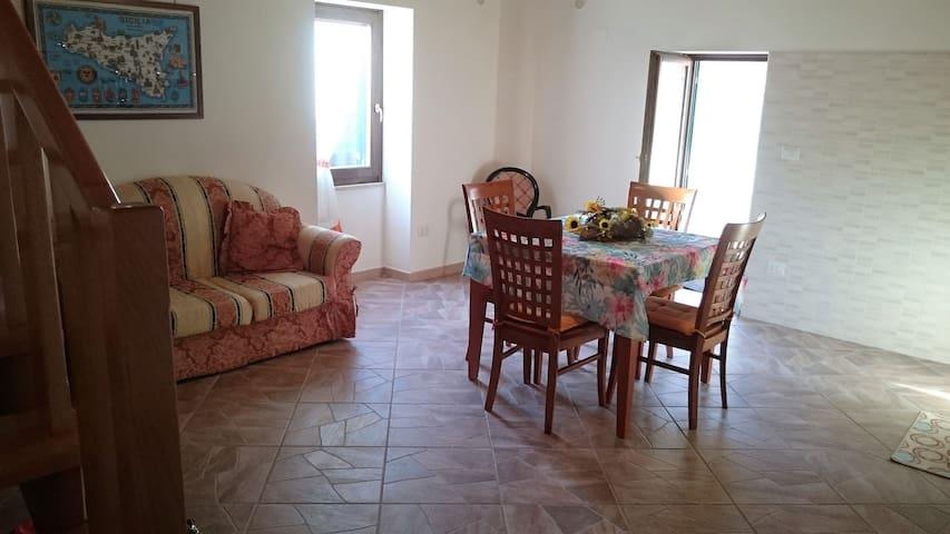Da Antonio Via Limbia - Monforte San Giorgio - บ้าน