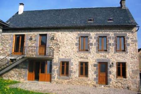 Maison Auvergnate en pierres - Labessette - Casa