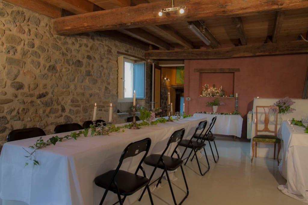 Sala Blanca versatil para usar como comedor o sala