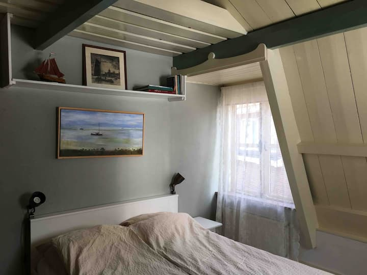 Room in the quiet centre of Weesp along the river