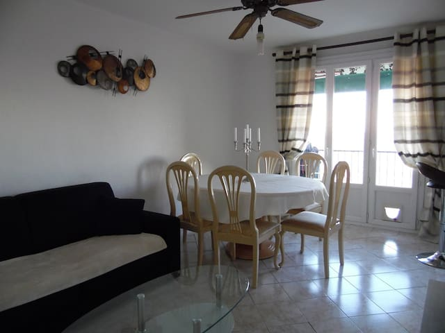 3 bedroom appartment near old town with sea view