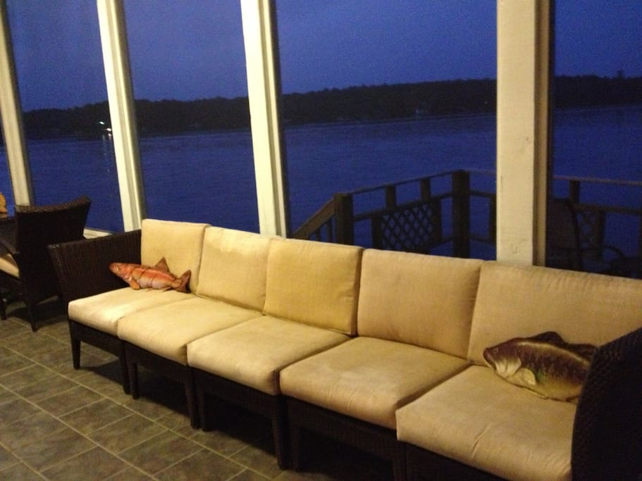 Screened in porch, great place to watch the sunset