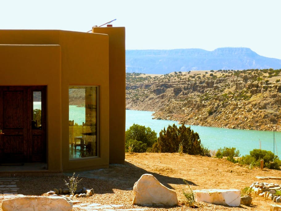 Abiquiu lakefront luxury the casita del lago houses for for Cabine del lago casitas