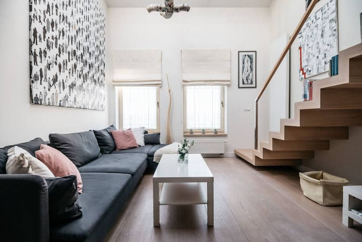 Incredible modern cosy&artistic loft in Jewish Quarter by local artist