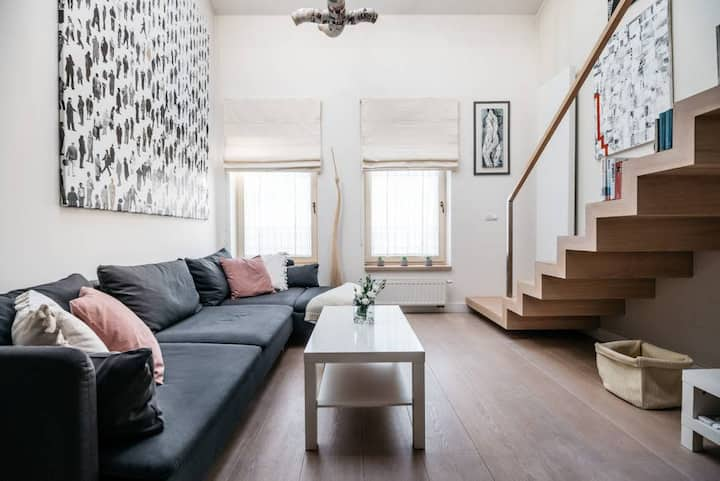 Incredible modern cosy & artistic loft in Jewish Quarter by local artist