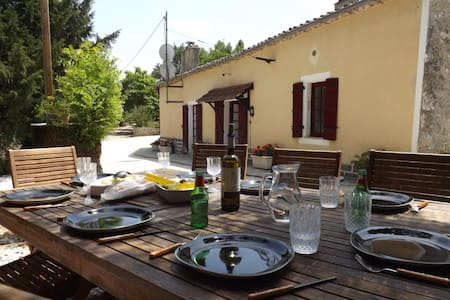Spacious holiday cottage with pool - Loubès-Bernac - House
