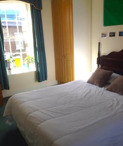 Private double room in City Centre!