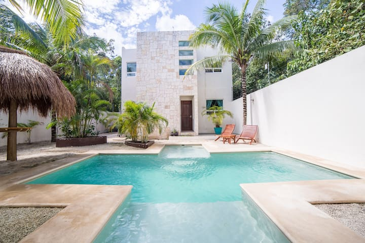 Sunny Tulum Jungle Paradise Apt #3: Wifi, Pool, AC