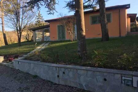 Intera casa con giardino e piscina