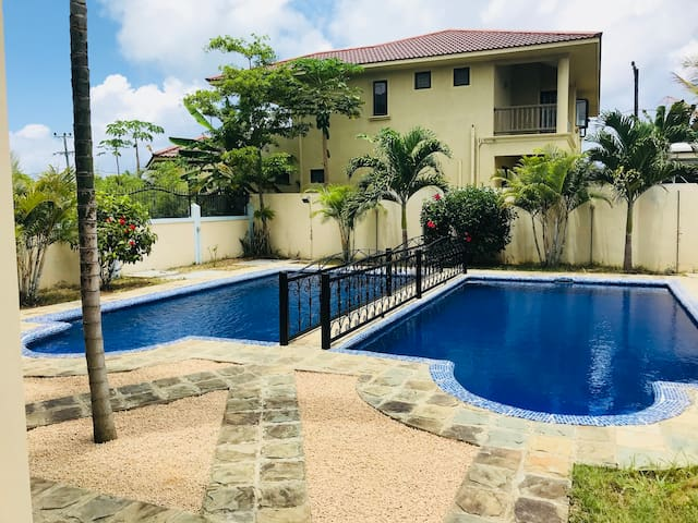 Villa Emax 3 chambres avec piscine privée - Holiday homes for Rent ...
