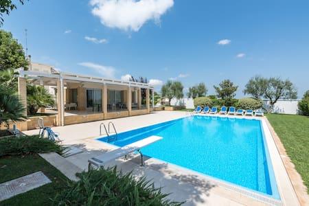 villa moderna con piscina e jacuzzi - Mariotto