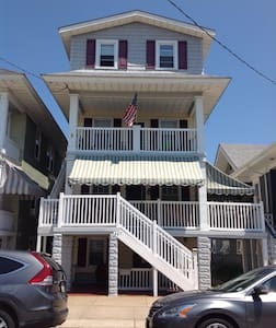 2BR, sleeps 6, close to beach