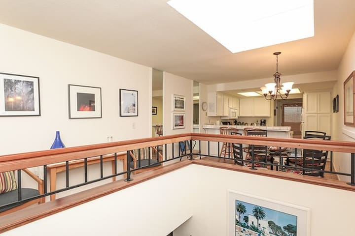 Comfy Capitola Village Condo,walk to all the fun!
