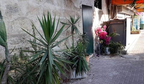 Studio in the old city / יחידה בעיר עתיקה