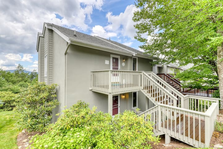 Dog-friendly mountain condo w/direct access to trails, full kitchen & balcony