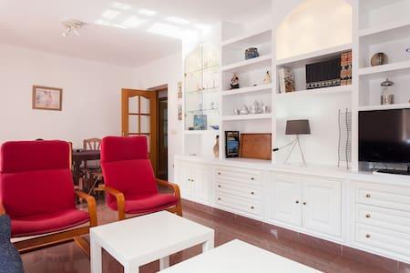 Bonito piso con garaje en Almería - Almería