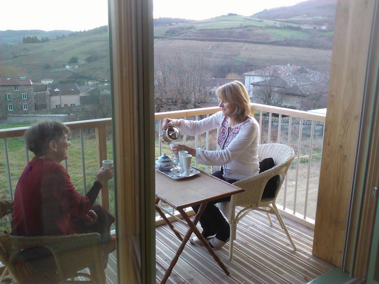 Balcon donnant sur le vignoble beaujolais