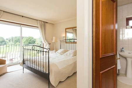 Ridgeview B&B - The Hertford Suite - Brookmans Park