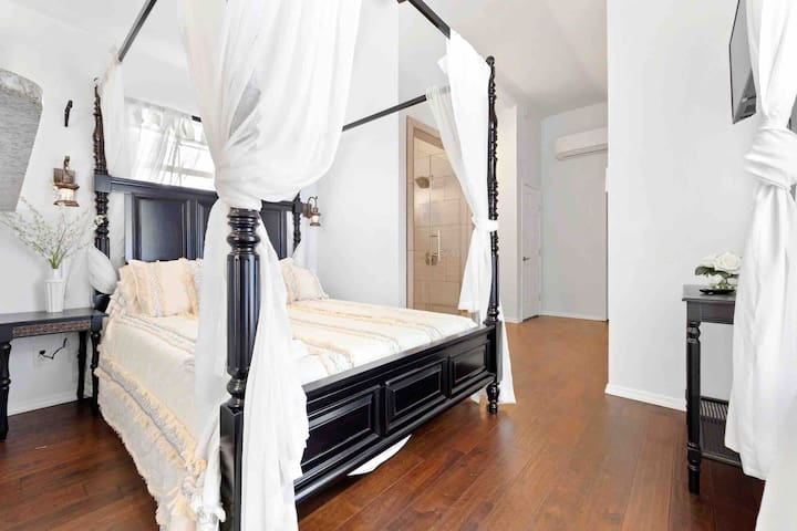 🔆Gated Casita 5 mins to DT, riverwalk, pearl