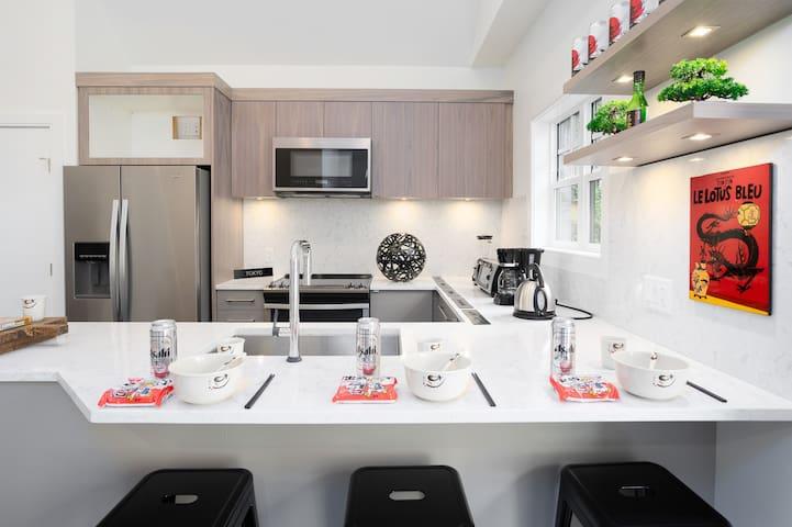 * Bonsai House (Japanese Inspired) NEW & CLEAN!
