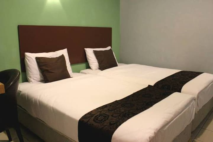 Twin Room (Private Toilet & Airconditioned) - Kota Kinabalu - Bed & Breakfast