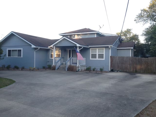 HUGE 4br/2ba house w/POOL!! - Jacksonville - Rumah