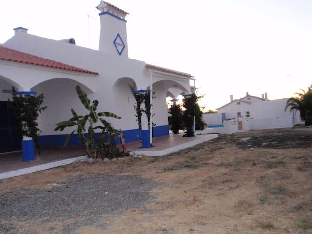 Bwala-Monte hopedaria rural - Grândola - Casa