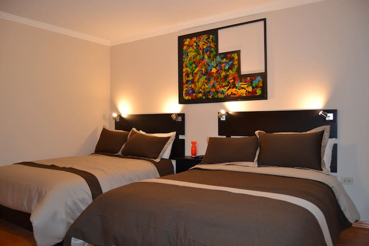 Hostal Kolibri B&B, Habitación Cuadruple (Tomate)