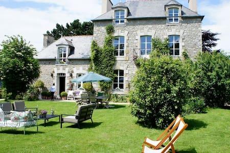 Chambre d'Hôtes de charme - Le Minihic-sur-Rance - Bed & Breakfast