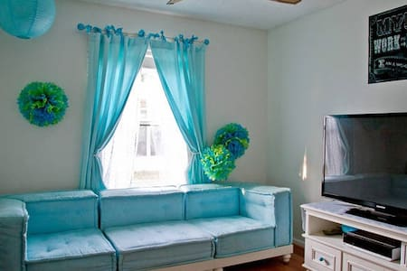 Fun Bedroom with Lots of Space! - Jacksonville
