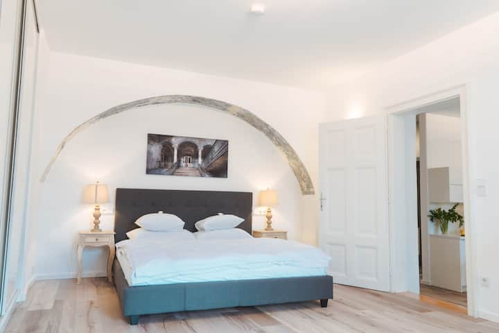 Deluxe Apartment in the historic centre of Krems with private parking, air conditioning and view