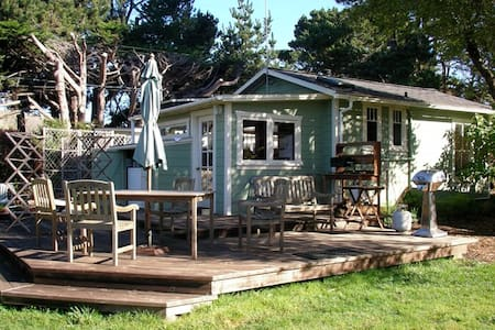 Rose Cottage at Dune Gardens - Fort Bragg - กระท่อม
