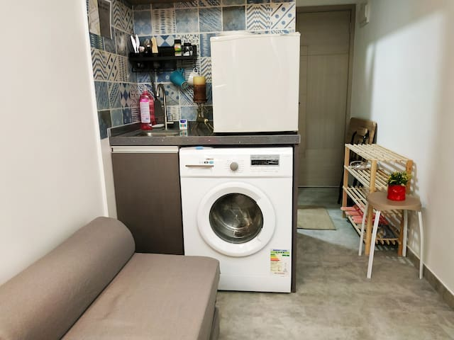 Spacious, Clean Studio @ City Center, 1 min to MTR