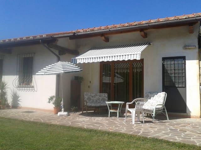 Casina indipendente con giardino - Pistoya - Cabaña