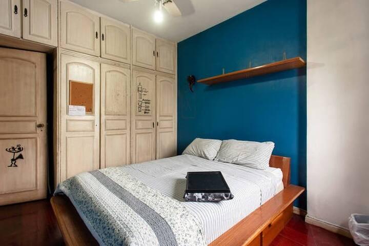 Double bedroom near metro station