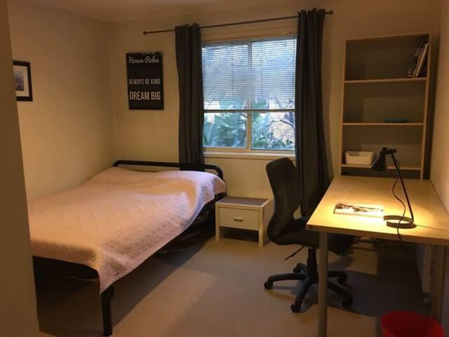 Cozy Room in Clayton