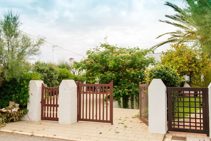 OSTUNI VILLA A POCHI PASSI DAL MARE - Villanova - Villa