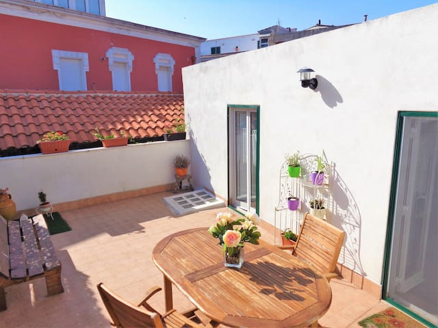 Serenè holiday Apartment with private Terrace - Monte Sant'angelo - Hus