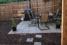 Philadelphia Private Room with Backyard