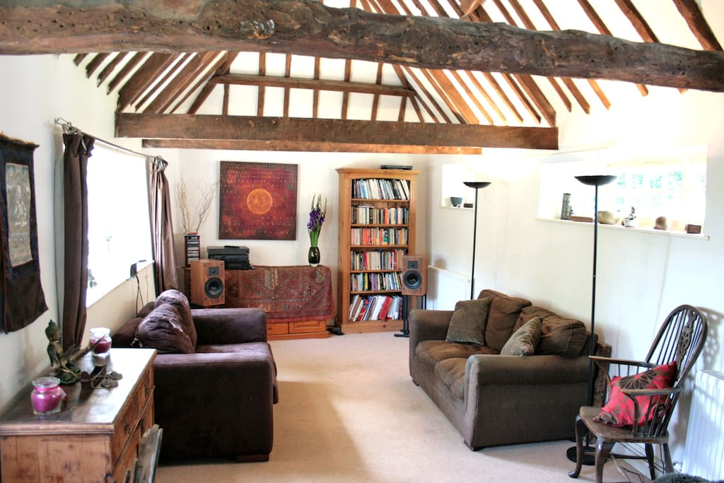 Cosy, high vaulted barn room. Time to relax