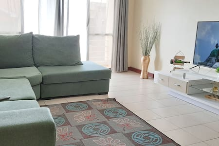 CLEAN & COSY-NEAREST ESTATE TO AIRPORT