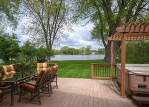 Bark Lake, Entire Home, Private Lake Frontage 50ft