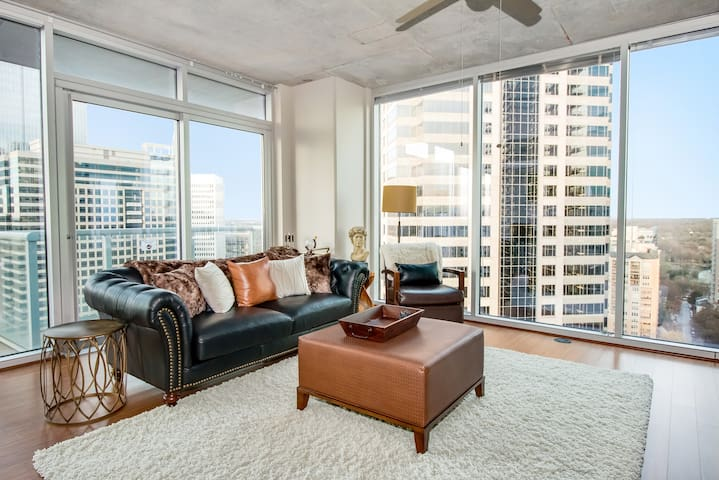 Penthouse Luxury Living 2BR Midtown w Views