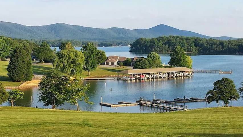 Fun Lake Getaway w/ Beautiful View - Moneta - Lain-lain