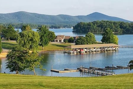 Fun Lake Getaway w/ Beautiful View - Moneta