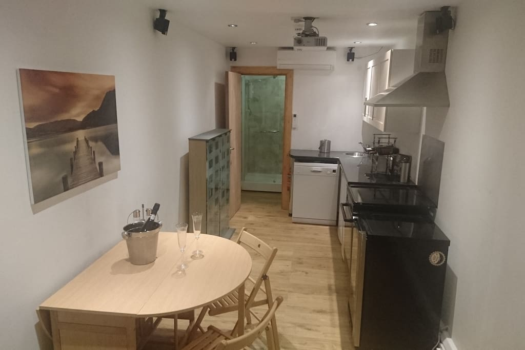 Kitchen / Dining Area