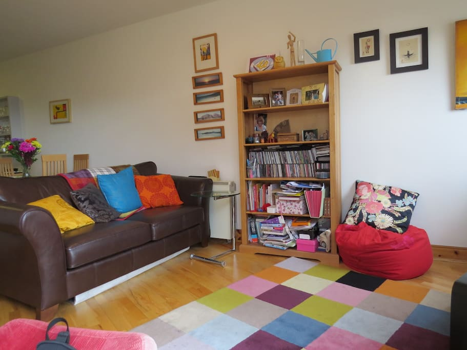 Cosy, bright living room. Sofa turns into a bed for second sleeping area.