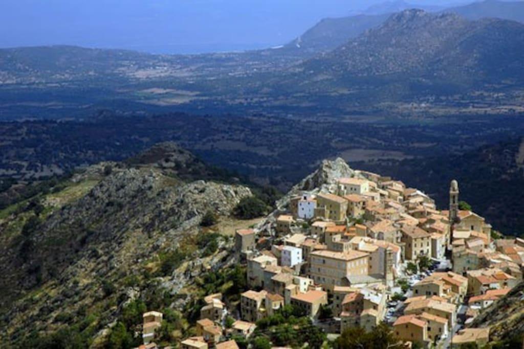 Mon superbe village de Speloncato, à 600m d'altitude, proche de la mer mais si loin des touristes de masse de l'été!
