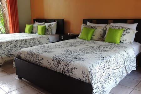 Queen Beds Room Close to Volcano Arenal! - La Fortuna